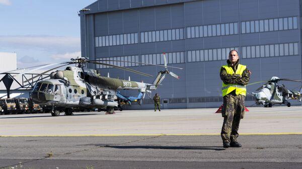 Český vojenský vrtulník Mi-171 na letecké show Dny NATO - Sputnik Česká republika