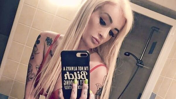 Pornoherečka Daisy Lee pod fotkou z natáčení nového porna uvedla, že má ráda svou práci - Sputnik Česká republika
