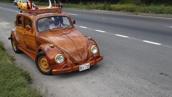 Dřevěný Volkswagen Brouk je ten dárek, na který se dá čekat pět let (VIDEO)  - Sputnik Česká republika
