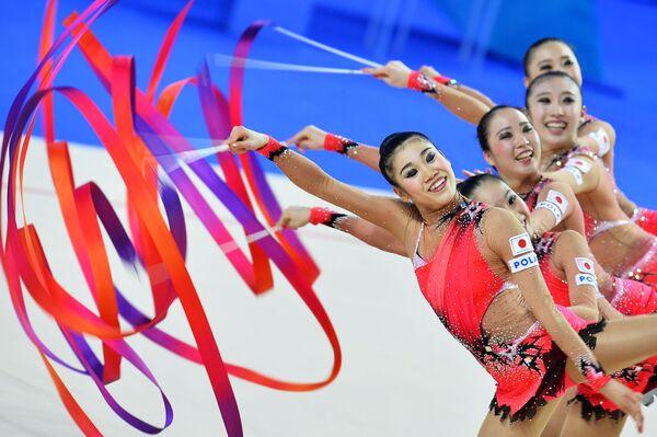 Japonské moderní gymnastky se stuhou - Sputnik Česká republika