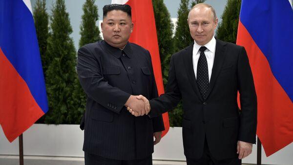 Vůdce KLDR Kim Čong-un a ruský prezident Vladimir Putin - Sputnik Česká republika