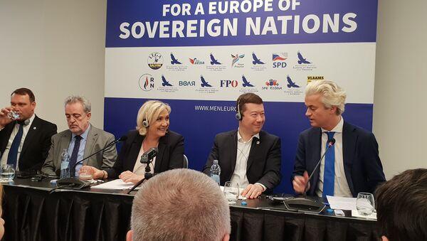 Tisková konference nacionalistů Evropy dne 25. dubna v Hotelu Grandium v Praze  - Sputnik Česká republika