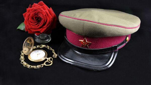 Čepice agenta KGB, hodinky a růže - Sputnik Česká republika