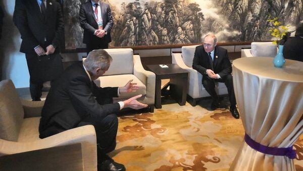 Český prezident Miloš Zeman a ruský prezident Vladimir Putin na konferenci v Pekingu - Sputnik Česká republika