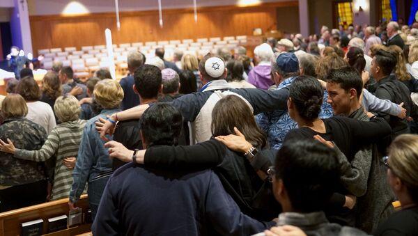 Bohoslužba za oběti po střelbě v synagoze v Poway, Kalifornie - Sputnik Česká republika