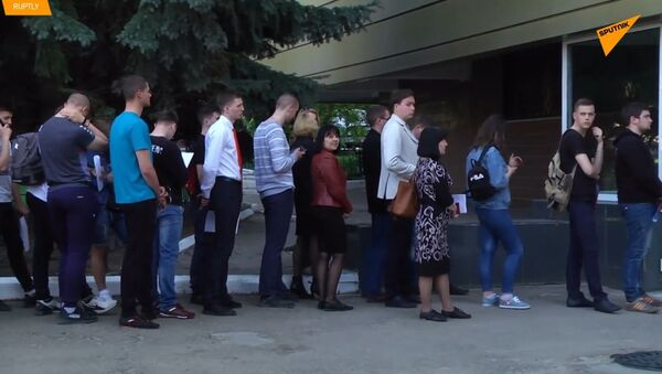 Na Ukrajině tvoří velké fronty obyvatelé Luganské republiky, kteří se snaží získat ruské občanství - Sputnik Česká republika