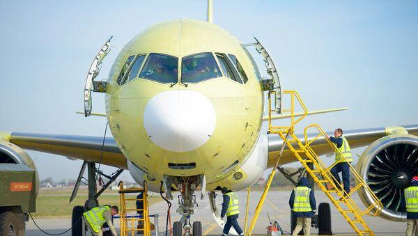Žlutý jestřáb: zveřejněno video prototypu letounu MS-21-300 - Sputnik Česká republika