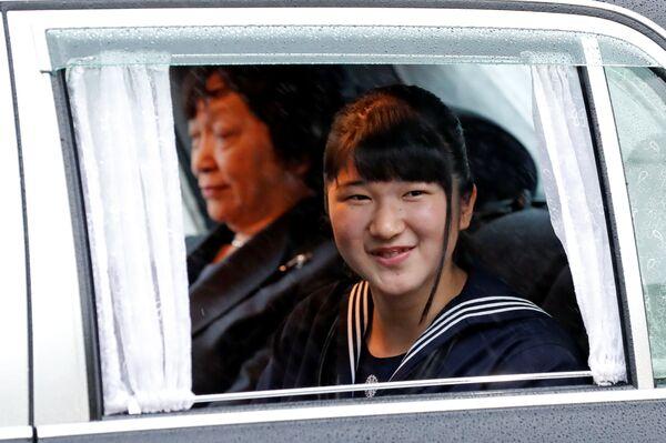 Princezna Aiko jede do císařského paláce na obřad abdikace císaře Japonska Akihito - Sputnik Česká republika
