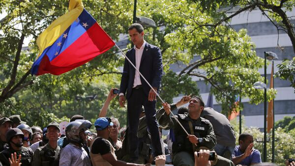 Lídr venezuelské opozice Juan Guiadó před základnou La Carlota (30. dubna 2019) - Sputnik Česká republika
