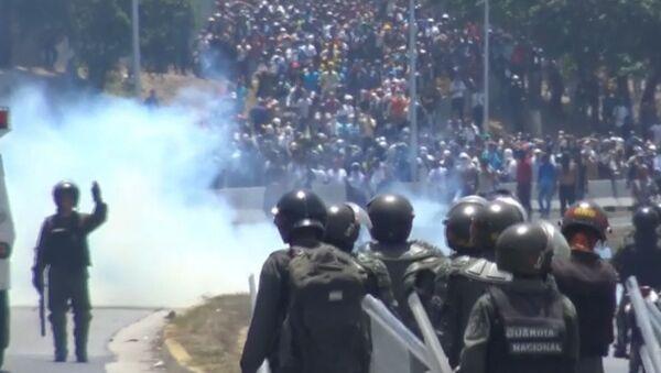 Zranění lidé, krev a nepokoje. Jak probíhal další pokus o státní převrat ve Venezuele?  - Sputnik Česká republika