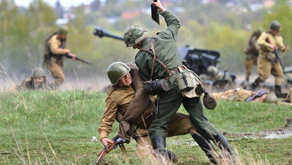 Česká vesnice byla osvobozena... u Moskvy! Podívejte se na rekonstrukci poslední velké bitvy z doby 2. světové války - Sputnik Česká republika