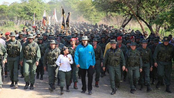 Venezuelský prezident Nicolas Maduro během setkání s vojáky - Sputnik Česká republika