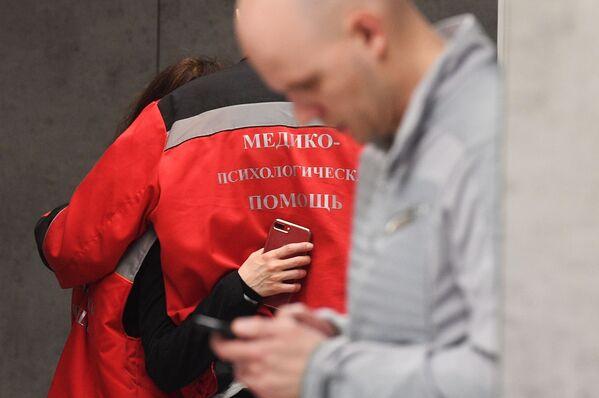 Zdravotnický a psychologický personál na letišti Šeremetěvo, Moskva, 5. května 2019 - Sputnik Česká republika