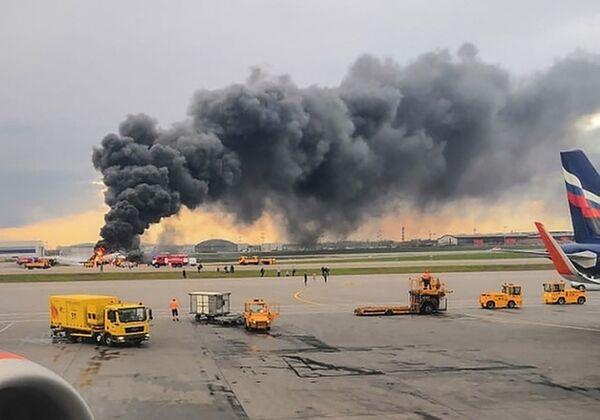 Letadlo se vrátilo během letu Moskva - Murmansk na letiště Šeremetěvo kvůli požáru na palubě - Sputnik Česká republika