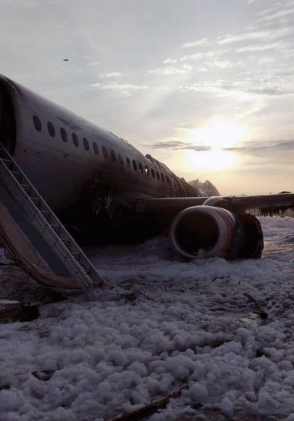 Letadlo se vrátilo během letu Moskva - Murmansk na letiště Šeremetěvo kvůli požáru na palubě. 5. května 2019. - Sputnik Česká republika