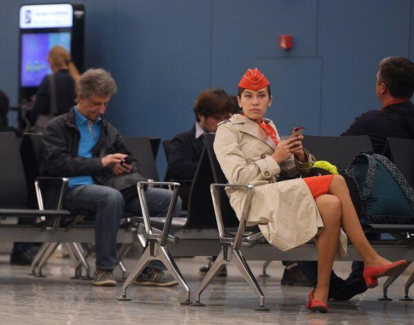 Cestující a členové posádky v čekárně letiště Šeremetěvo, Rusko, 5. května 2019 - Sputnik Česká republika