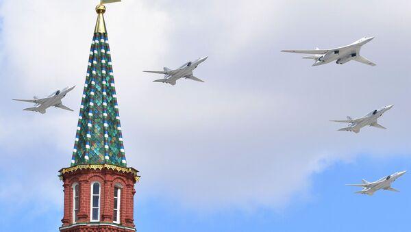 Bombardovací letouny Tu-160 a Tu-22M3 na zkoušce Přehlídky vítězství - Sputnik Česká republika