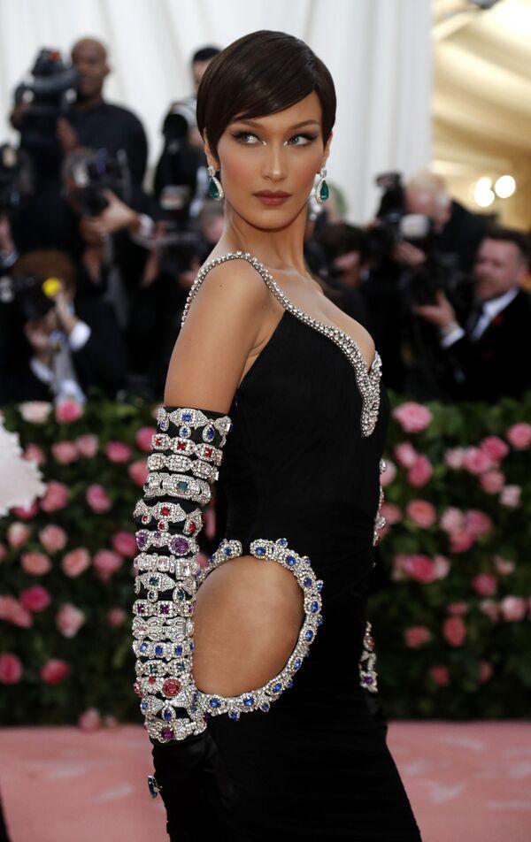Modelka Bella Hadid na Met Gala 2019 v New Yorku - Sputnik Česká republika
