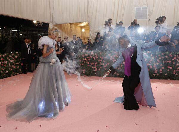 Herečka Zendaya Coleman a televizní hvězda Law Roach na Met Gala 2019 v New Yorku - Sputnik Česká republika