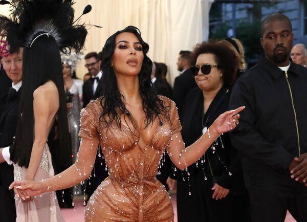 Hvězda reality show Kim Kardashian a její manžel na Met Gala 2019 v New Yorku - Sputnik Česká republika