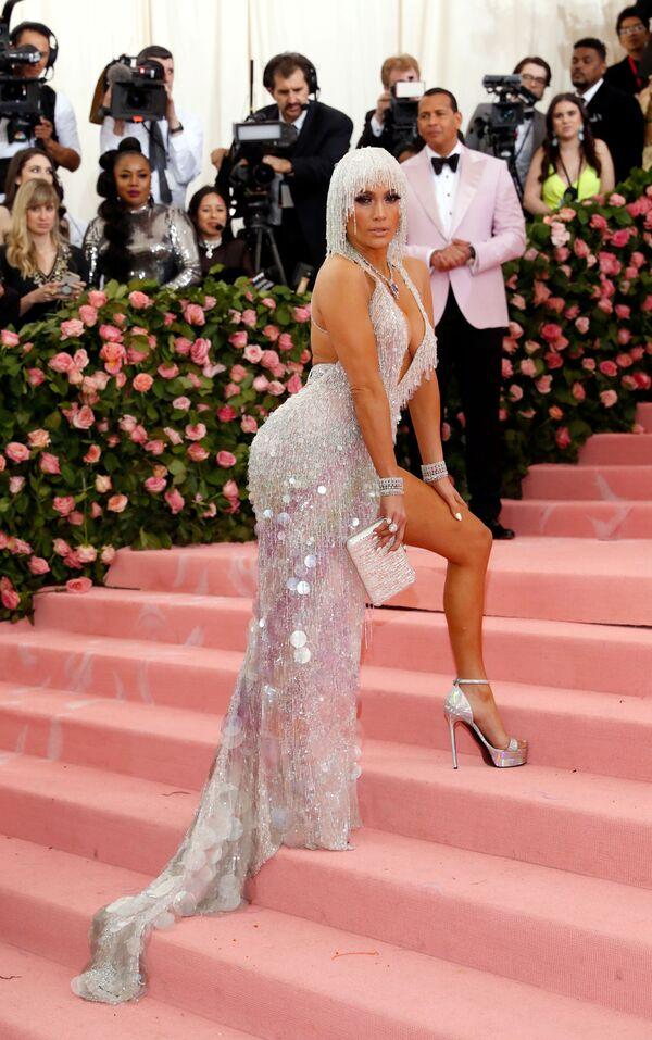 Zpěvačka a herečka Jennifer Lopez na Met Gala 2019 v New Yorku - Sputnik Česká republika