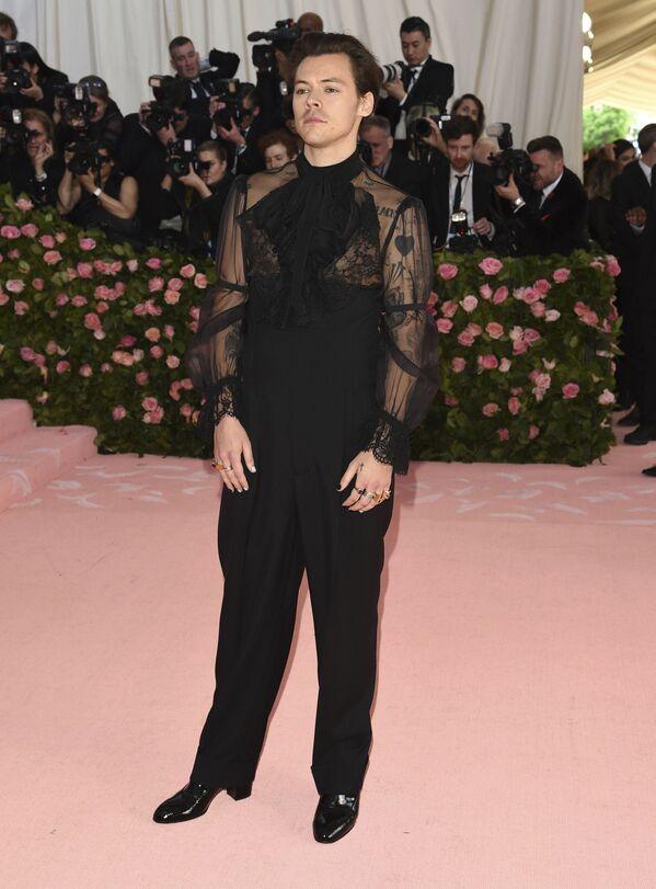 Zpěvák Harry Styles na Met Gala 2019 v New Yorku - Sputnik Česká republika