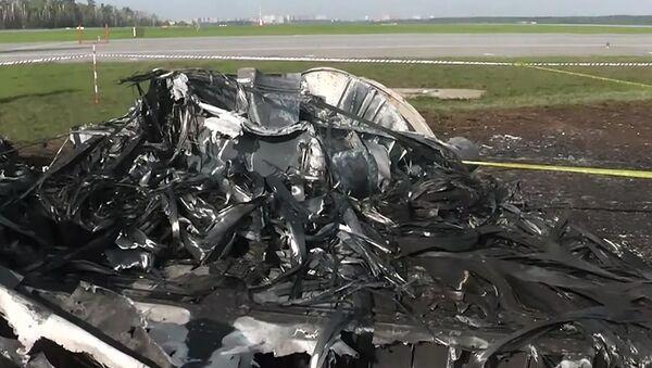 Fragment shořelého letadla SSJ 100 - Sputnik Česká republika