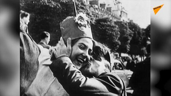 Radost se slzami v očích: archivní záběry 9. května 1945 - Sputnik Česká republika