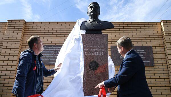 Odhalení památníku J. V. Stalinovi v Novosibirsku. - Sputnik Česká republika