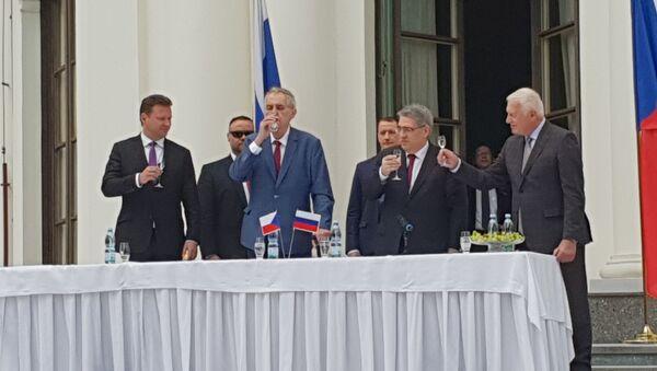 Prezident Miloš Zeman na ruském velvyslanectví (dne 9. 5. 2019) - Sputnik Česká republika