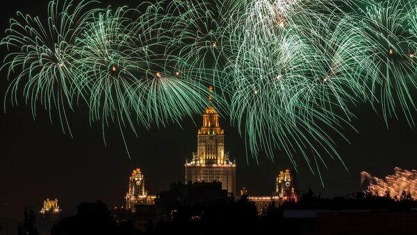 Ohňostroj nad Moskvou na počest Dne vítězství (VIDEO) - Sputnik Česká republika