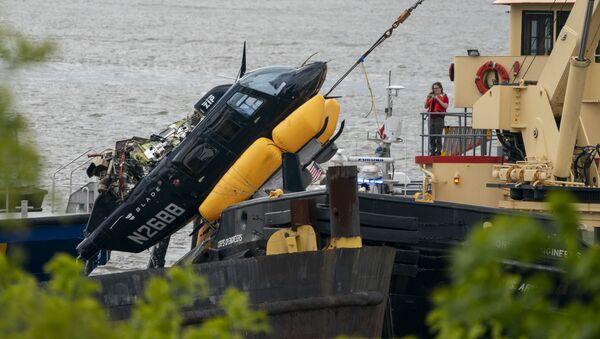 V New Yorku se do řeky Hudson zřítil vrtulník - Sputnik Česká republika