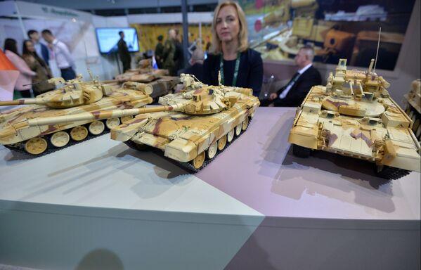Modely výrobků společnosti Uralvagonzavod na mezinárodní výstavě zbraní a vojenské techniky MILEX-2019 v Minsku - Sputnik Česká republika