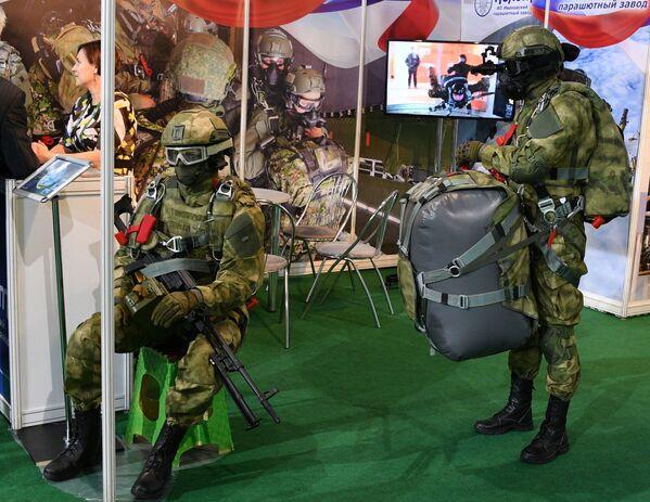 Figuríny v uniformě na mezinárodní výstavě zbraní a vojenské techniky MILEX-2019 v Minsku - Sputnik Česká republika