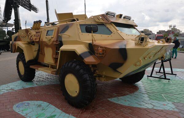 Mobilní obrněné vozidlo Kajman na mezinárodní výstavě zbraní a vojenské techniky MILEX-2019 v Minsku - Sputnik Česká republika