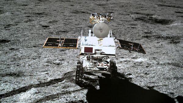 Čínské lunární vozítko Jü-tchu 2 (Nefritový králík 2) na odvrácené straně Měsíce. 11. ledna 2019 - Sputnik Česká republika