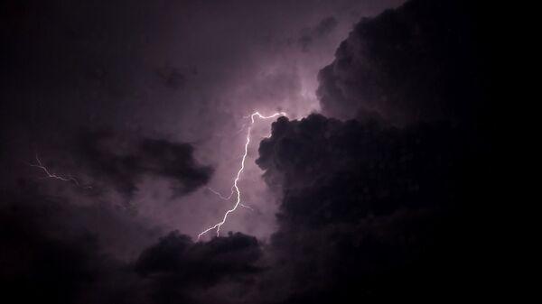 Blesk na obloze. Ilustrační foto - Sputnik Česká republika