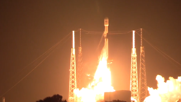 Nová internetová éra začala právě dnes! SpaceX na oběžnou dráhu odpálil nosnou raketu Falcon 9 se 60 satelity na vytvoření celosvětové internetové sítě (VIDEO) - Sputnik Česká republika