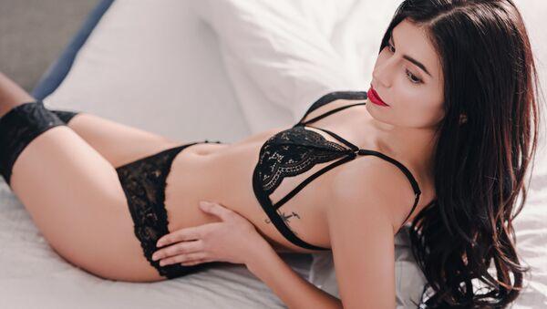 Krásná dívka v sexy prádle na posteli. Ilustrační foto - Sputnik Česká republika